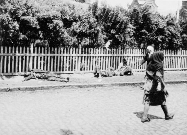 Cadavres jonchant les rue de Kharkiv en 1933.