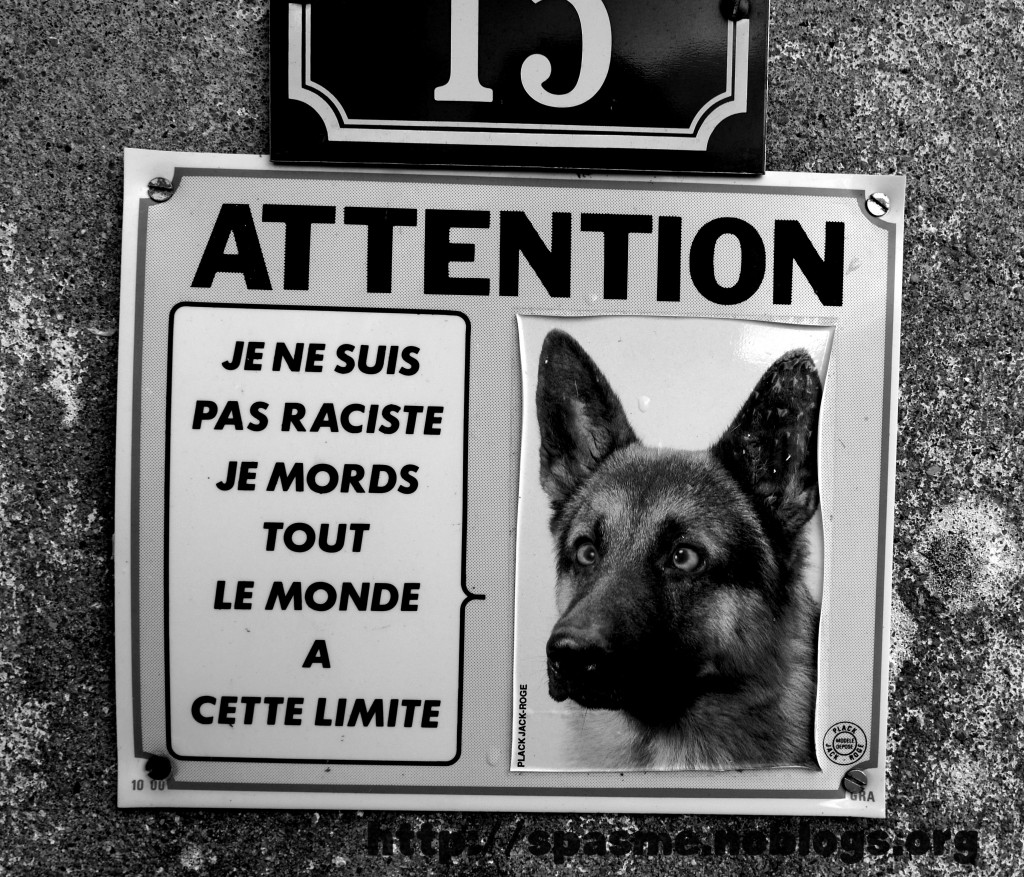 attention chien louche