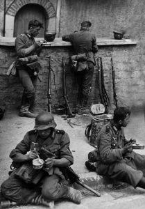 Rares étaient les moments de répit pour les forces de l'ordre.